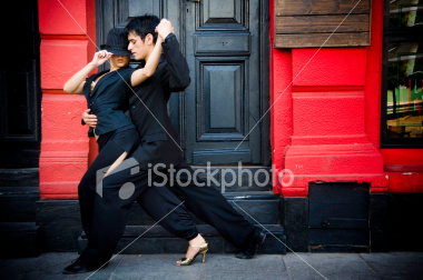 istockphoto_5690061-tango-in-the-street